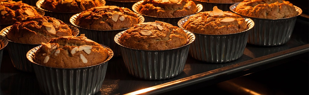 Muffin pans and cupcake pans for bakeries