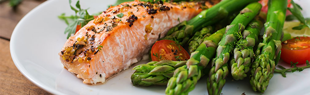 Support consumer health and boost your foodservice 'biz with a healthier menu.