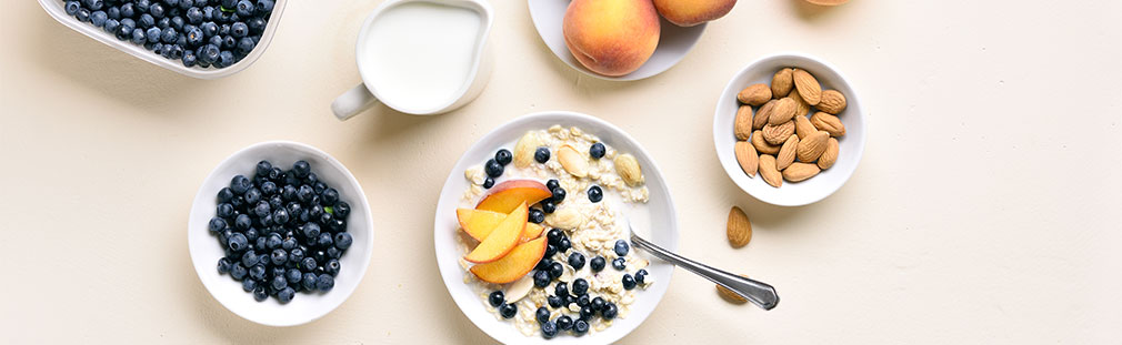 Add flavorful hot oatmeal cereals to your foodservice breakfast menus.